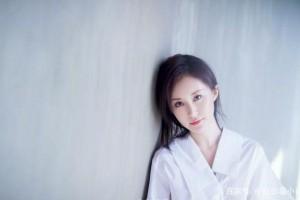 清纯小女星被曝留宿导演家,次日宣告已领证,网友们懵了